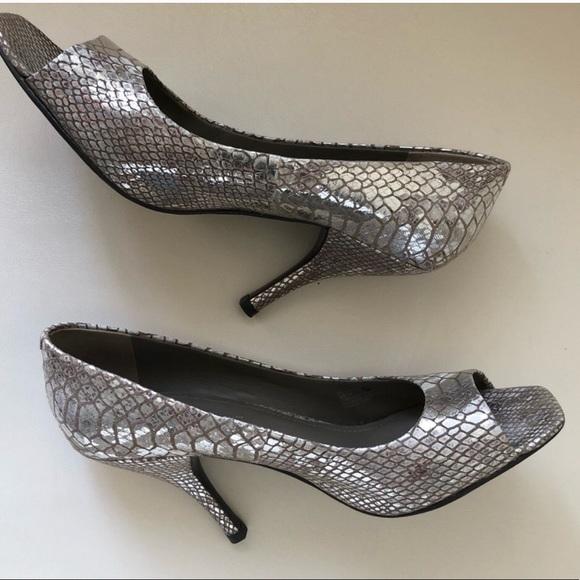 BCBG Shoes - Bcbg generation silver shoes